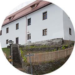monika-dietrich-denkmal-pfarrhof-englmar_vorschau